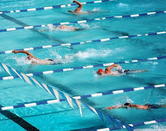 Плавание в различных стилях для общей тренировки