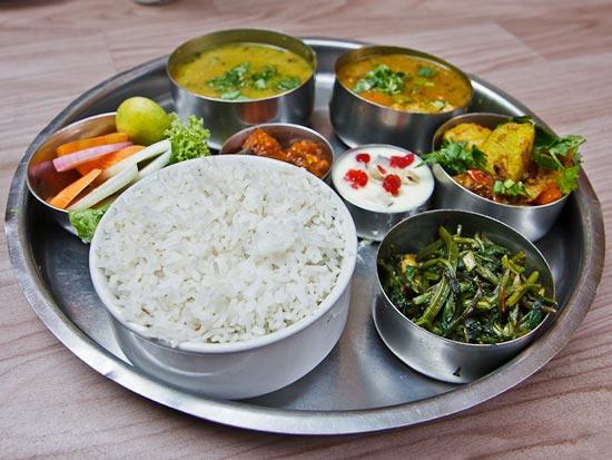 Дал-бат - это рис с супом, является основным блюдом в Непале