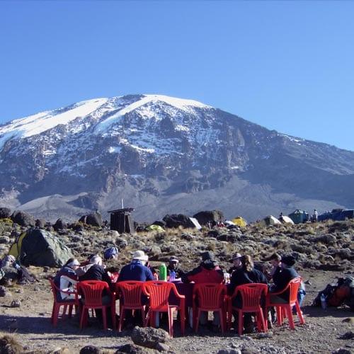 Процесс приема пищи при восхождении на Килиманджаро